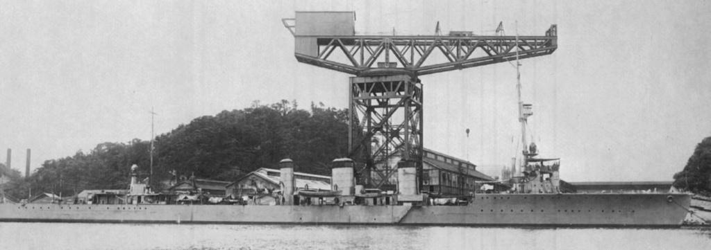 Croiseurs japonais - Page 5 Tenryu10