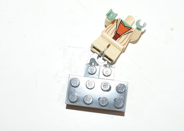 [TUTO] Comment décoller les minifigs de leur aimant Decoll12