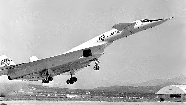 le paranormal - Page 13 Xb-70s10