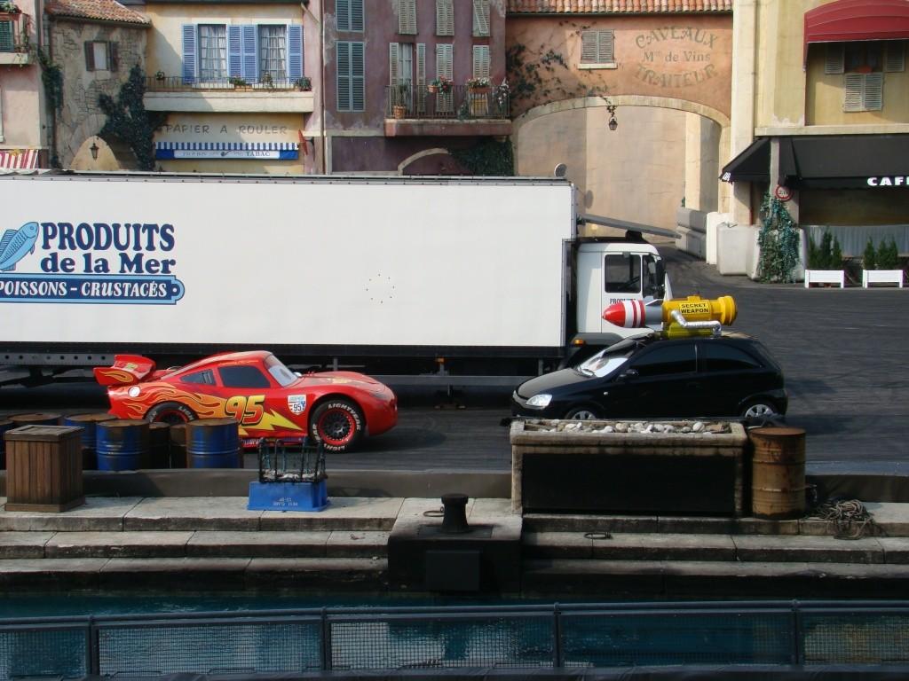 Moteurs… Action ! accueille Flash McQueen (à partir du 6 avril 2011) - Page 10 Dsc00714