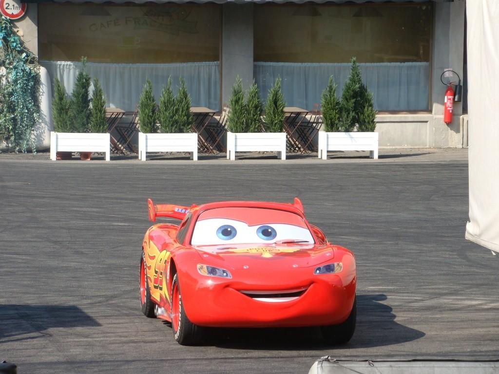 Moteurs… Action ! accueille Flash McQueen (à partir du 6 avril 2011) - Page 10 Dsc00715