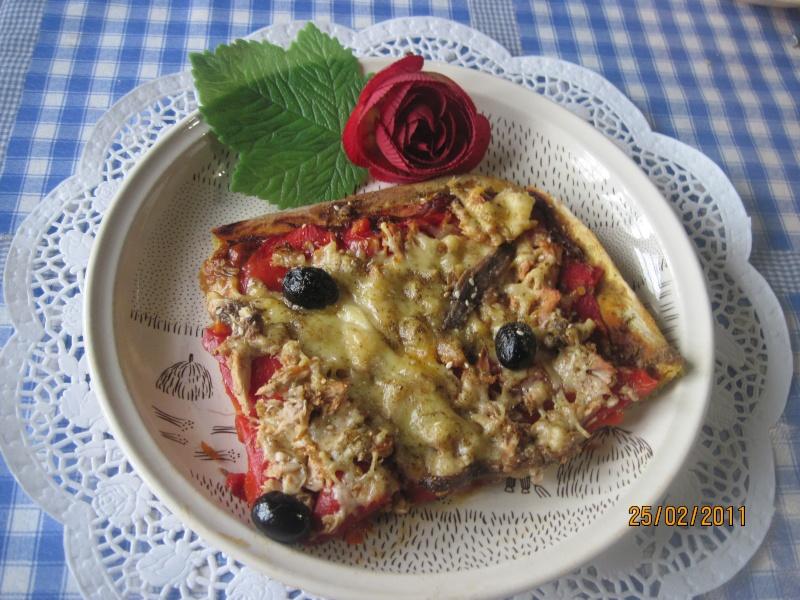 Pizza aux poivrons, thon, anchois et gruyère râpé Rati_d11