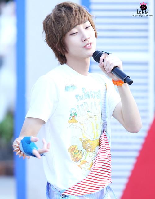 [PICS] 06.05.2011 Music Core Tumblr25