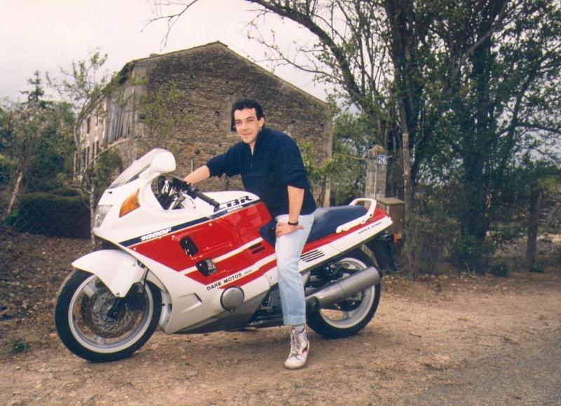 Quelques unes de mes anciennes autos........................et motos Cbr0210