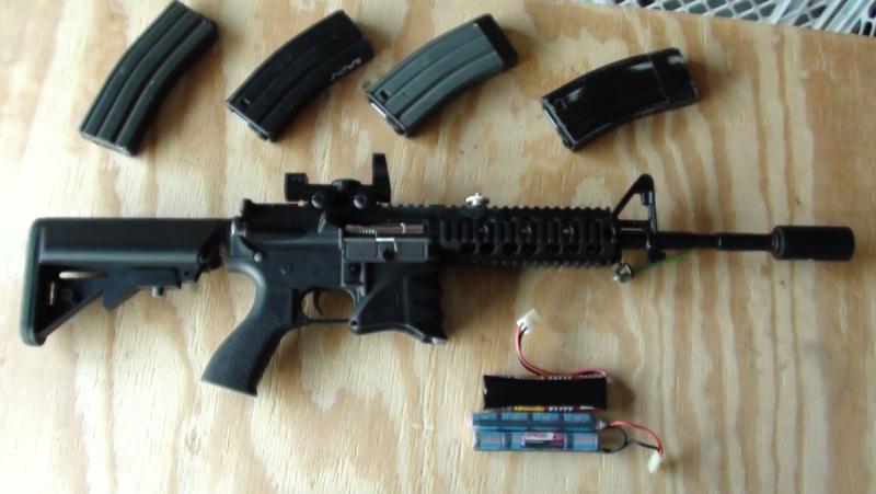 G&G M4/ 4 CLIPS / 2 BATT. / CHARGER Dsc00011