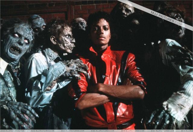 Fotos inéditas e estátua de Michael Jackson estão em exposição no Shopping Taboão da Serra 01012