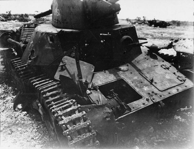 [Tamiya] Vought F4U Corsair / [Dragon] Type 95 Light Tank - Page 2 Franci52