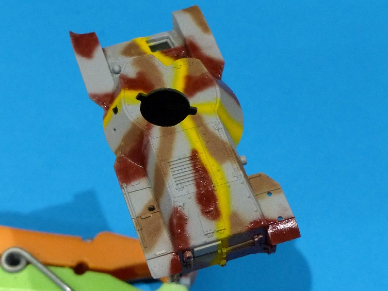 [Tamiya] Vought F4U Corsair / [Dragon] Type 95 Light Tank - Page 2 Franci63