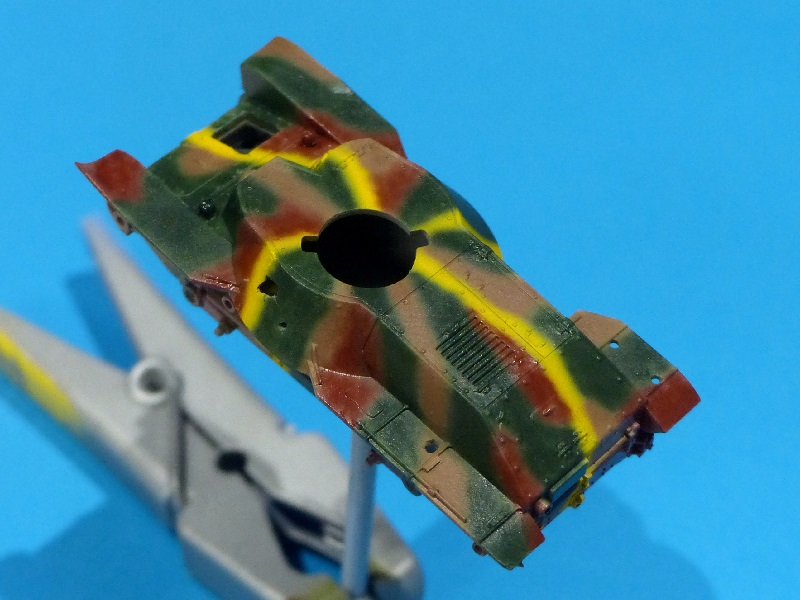 [Tamiya] Vought F4U Corsair / [Dragon] Type 95 Light Tank - Page 2 Franci64