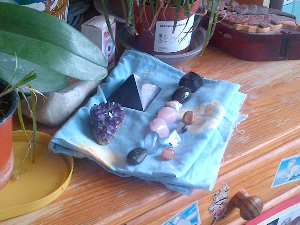 Ma relation avec mes pierres et mes plantes :-) Img-2025