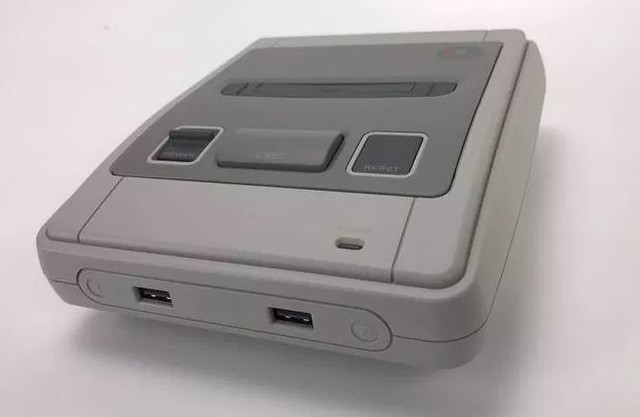 Roshambo Retro Gaming Kit : La mini-Snes sous stéroïdes ! 47818010