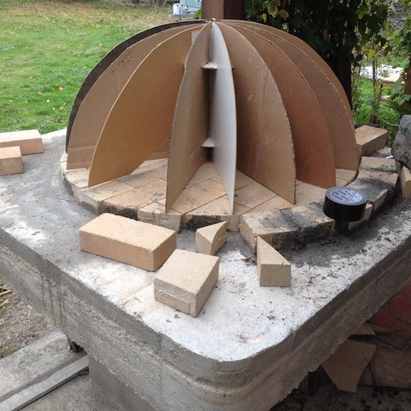 Construction en photos de mon four à bois Img_4225