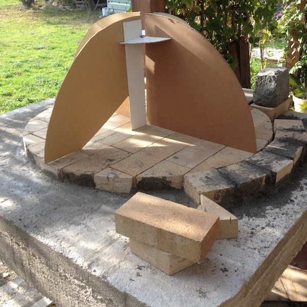 Construction en photos de mon four à bois Img_4226