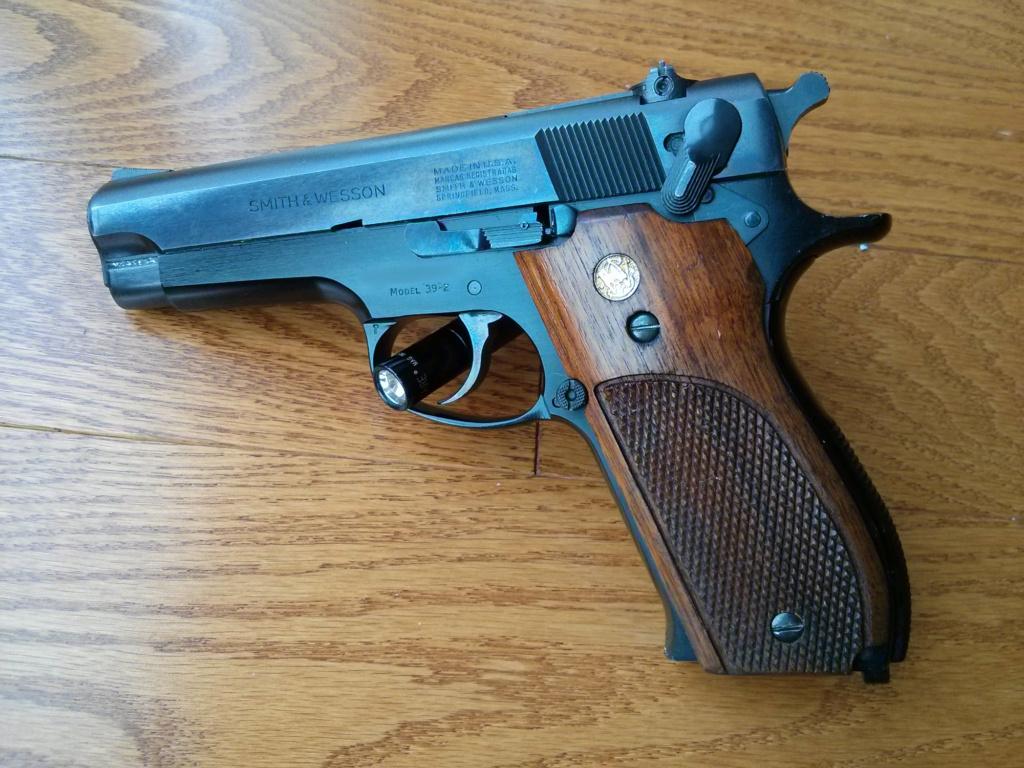 Votre première arme de poing Img_2011