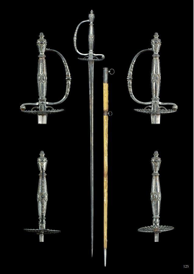 Nouveau livre sur les épées et sabres décorés d'acier facetté 12510