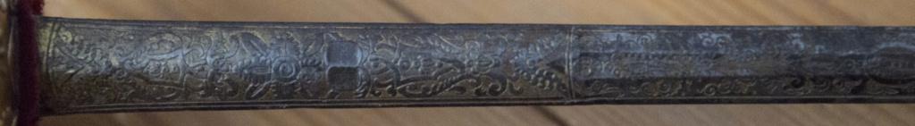 Présentation épée ? d'officier de marine ? _d3_1122