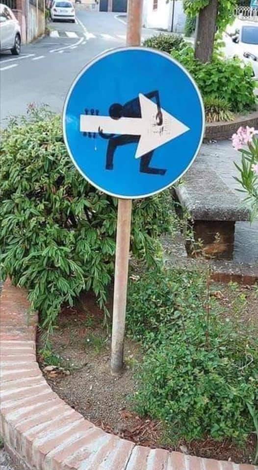 Les panneaux drôles, bizarres, étranges - Page 24 Image077