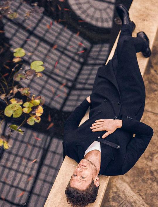 """James Norton, un acteur """"classique"""" audacieux - Page 15 Jaammm11"""