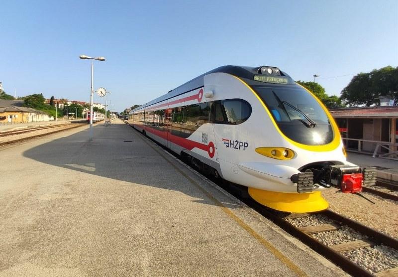 Za prijatelje željeznice i željezničke modelare - Page 29 Metro_10