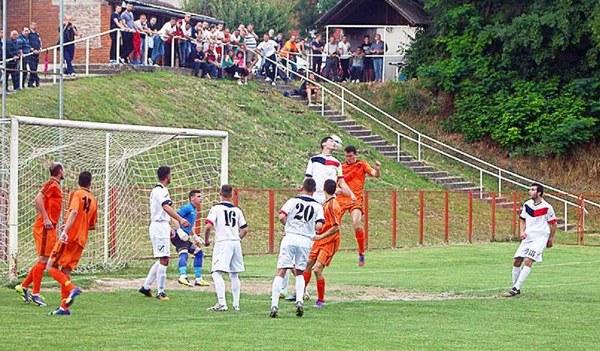 Fudbal - Page 5 Srbi_h10