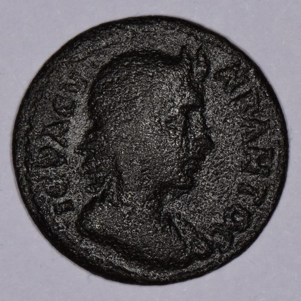 AE24 semi autónomo de Marco Aurelio. CMYPNAIΩN Γ NEΩKOPΩN. Templo. Esrmirna 81f62e10