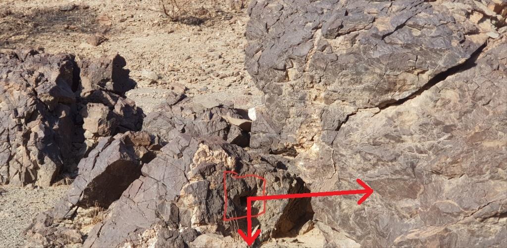 جرن شكل مربع على صخره مع سيال وجرون Eeeeee11