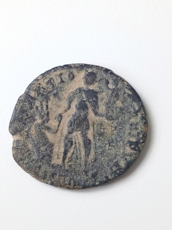AE2/ Maiorina de Valentiniano II. REPARATIO REIPVB. Aquilea? Img_2034