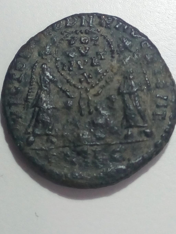 AE2/ Maiorina de Magnencio. VICTORIAE DD NN AVG ET CAE. Lyon  Img_2038