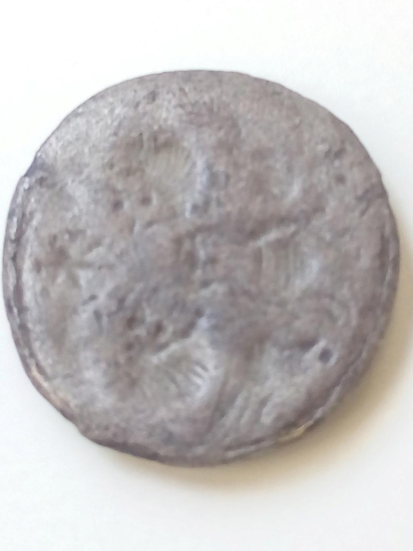 Podría ser una moneda?? Img_2071