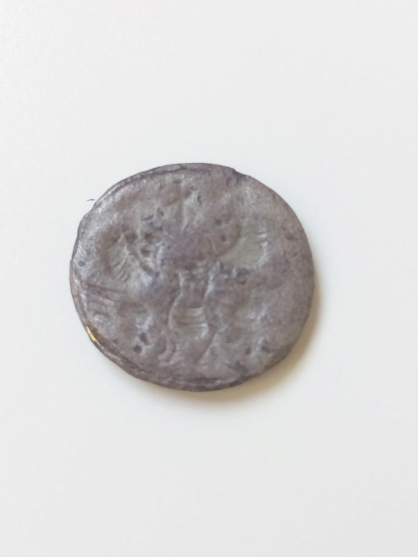 Podría ser una moneda?? Img_2072