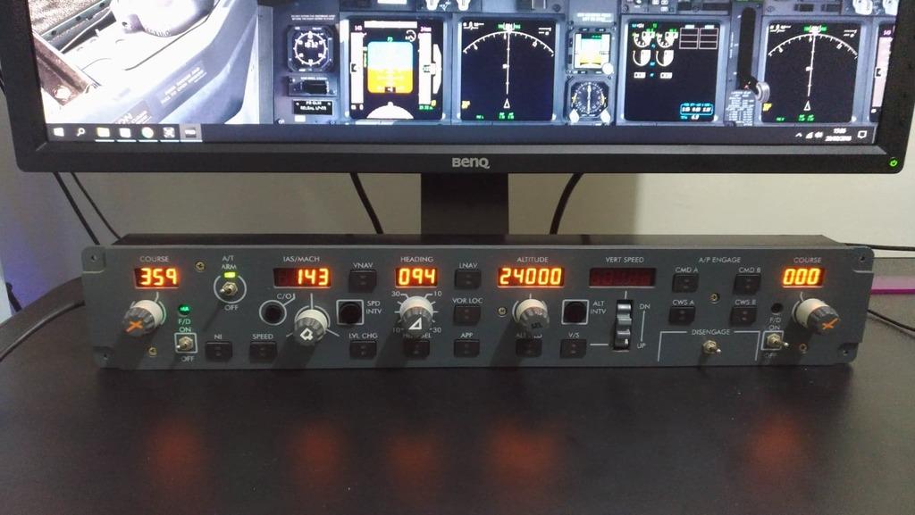 [Troco ou Vendo] MCP 737 Virtual Avionics por Rudder pedals da Saitek 110