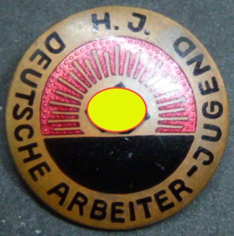 Insigne HJ 1er type et medailles sport 2019-064