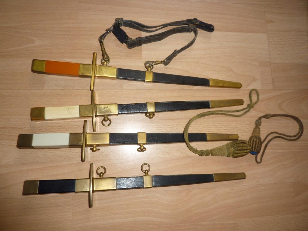 Les  dagues  ( poignards ) de l'armée Française  armée de L'Air Dagues10