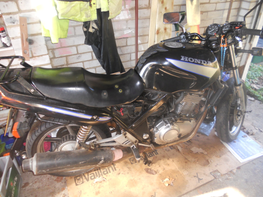 Job lot two non-running Honda CB500 twin motorbikes for spares or rebuild. Cb_50010