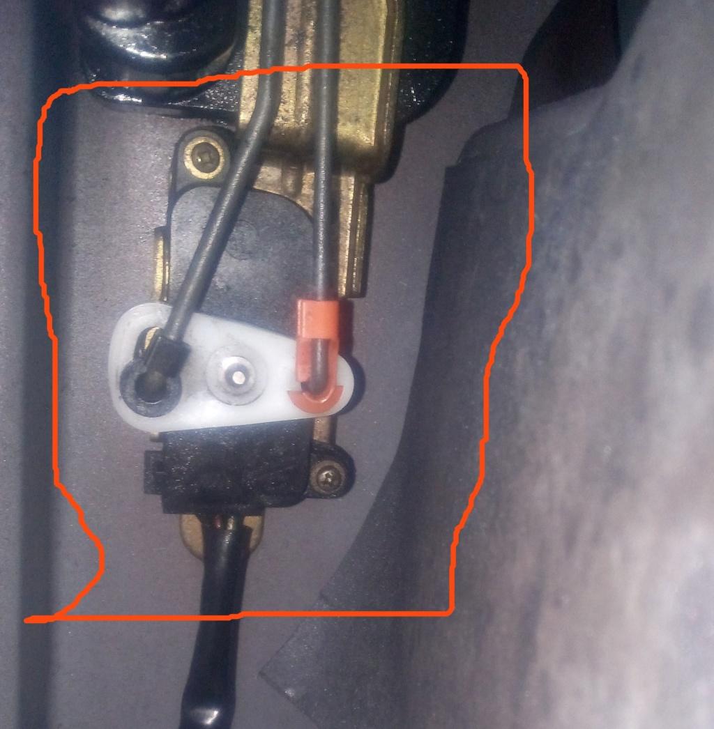 Cherche S2 Contacte élécro aimant d'ouverture Porte av gauche  Elecro11