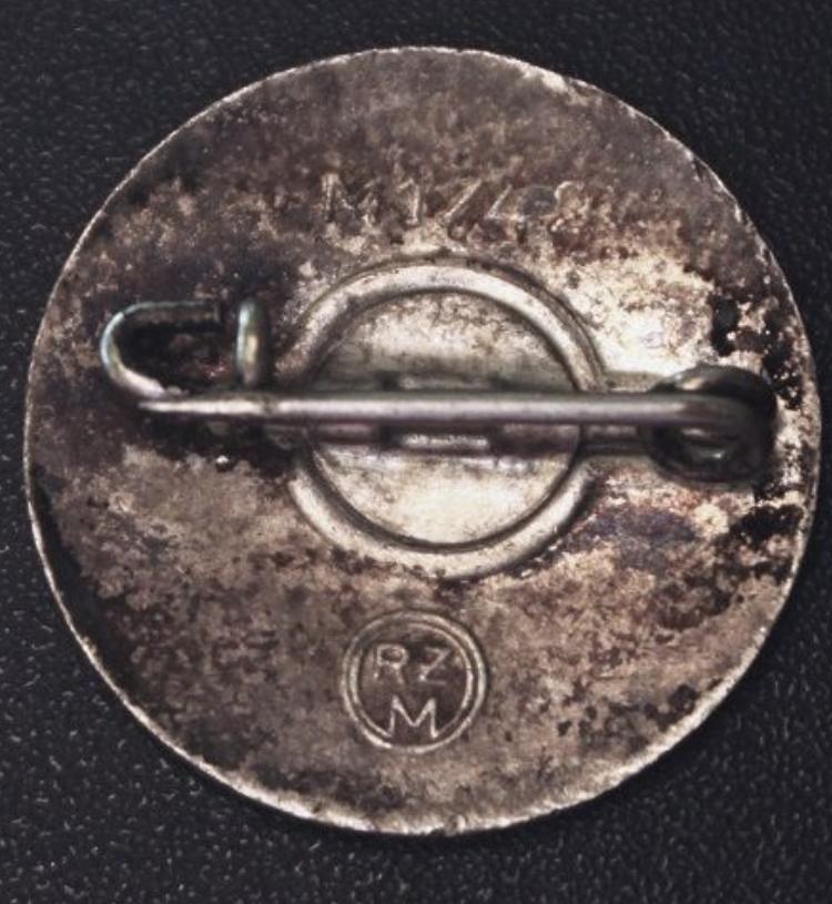 Badge du parti 29cfd710