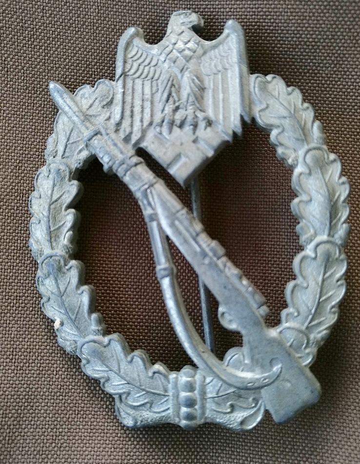 Agraffe de combat rapproché et insigne de combat d'infanterie 59181e10