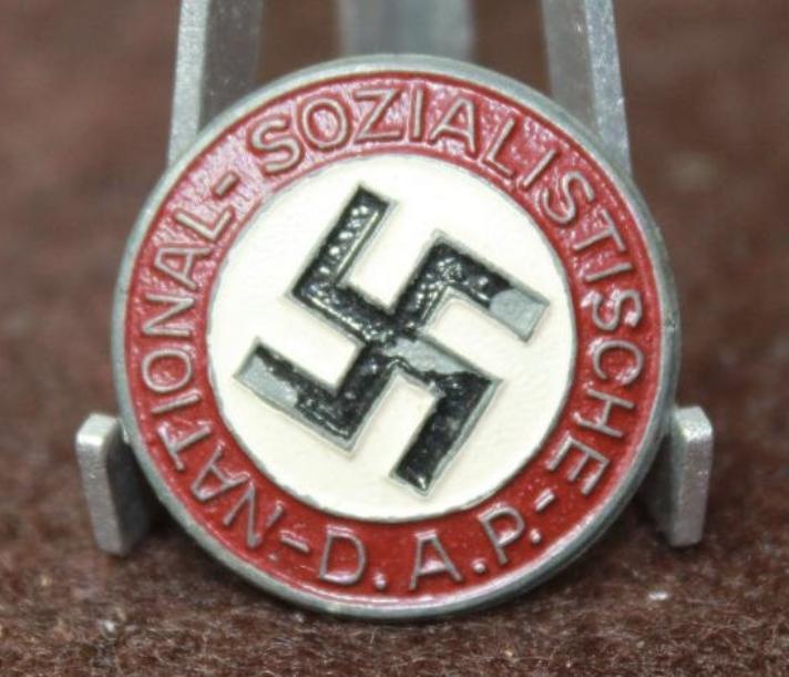 Badge du parti peint 864b2e10