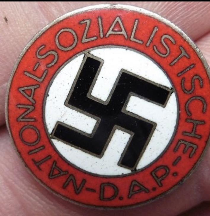 Badge du parti 9b30f010
