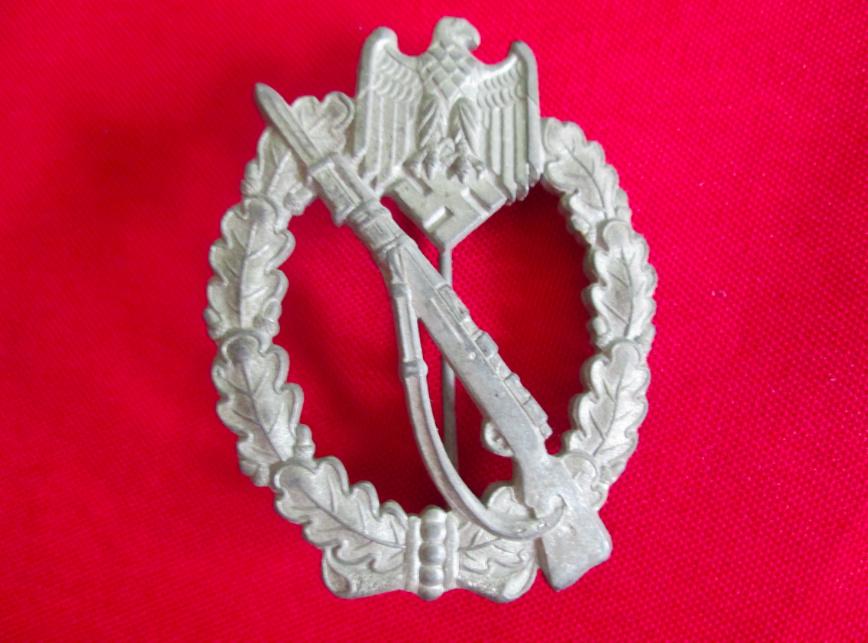 Agraffe de combat rapproché et insigne de combat d'infanterie Captur18