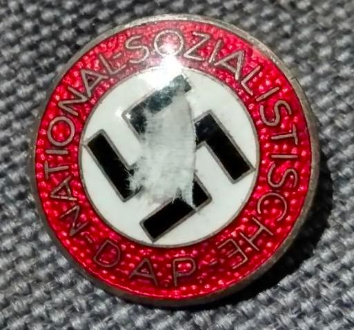 Badge NSDAP M1/63 Captur35