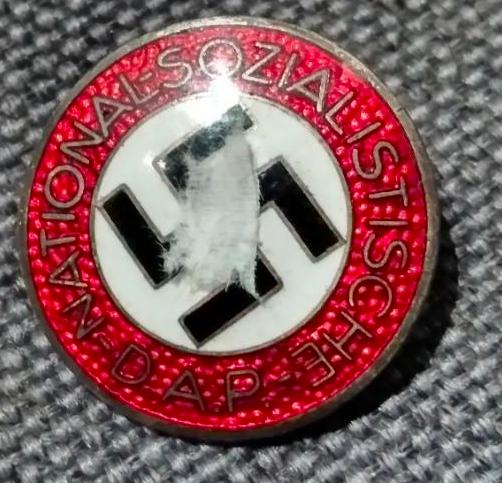 Badge NSDAP M1/63 Captur36