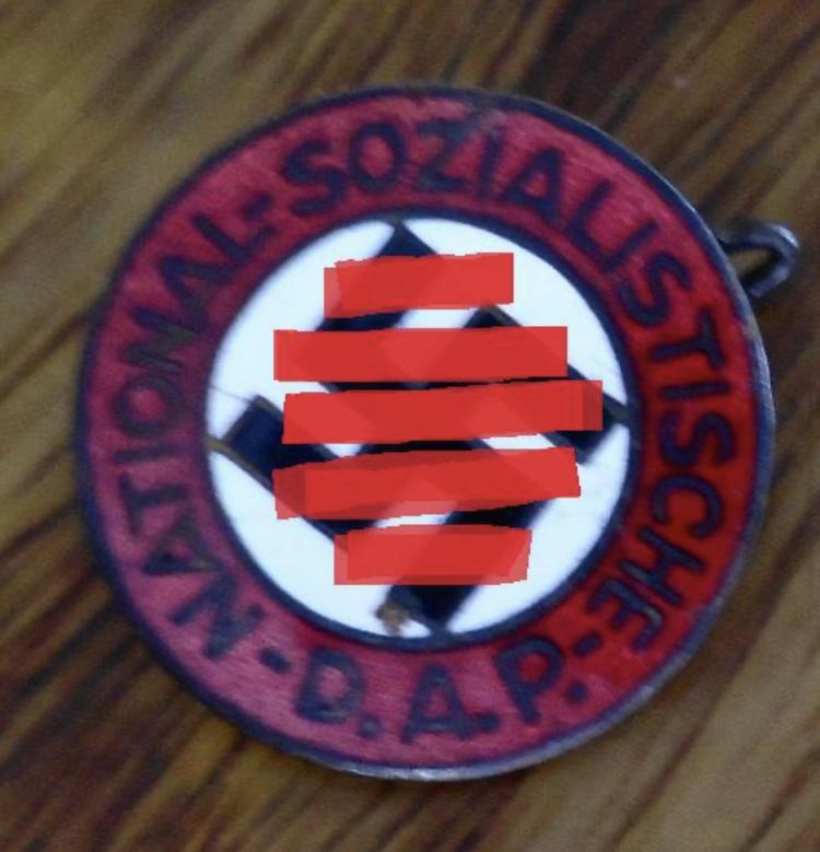 Badge du parti precoce Fc83d110