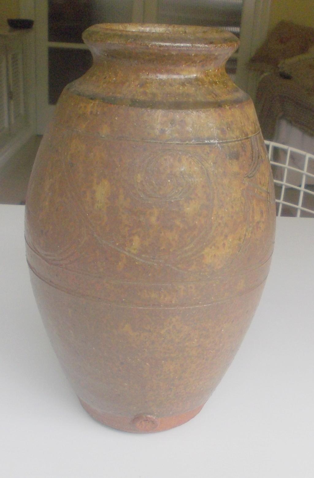 Large imposing studio pottery vase 11in unknowm mark Dscn0113
