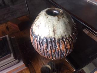 Small Studio Pottery Vase - Rooke or Wallwork Style - Strange flower Mark Img_2032