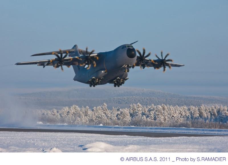 Quelques belles photos de l'A400M au nord du cercle polaire artique 48861-11