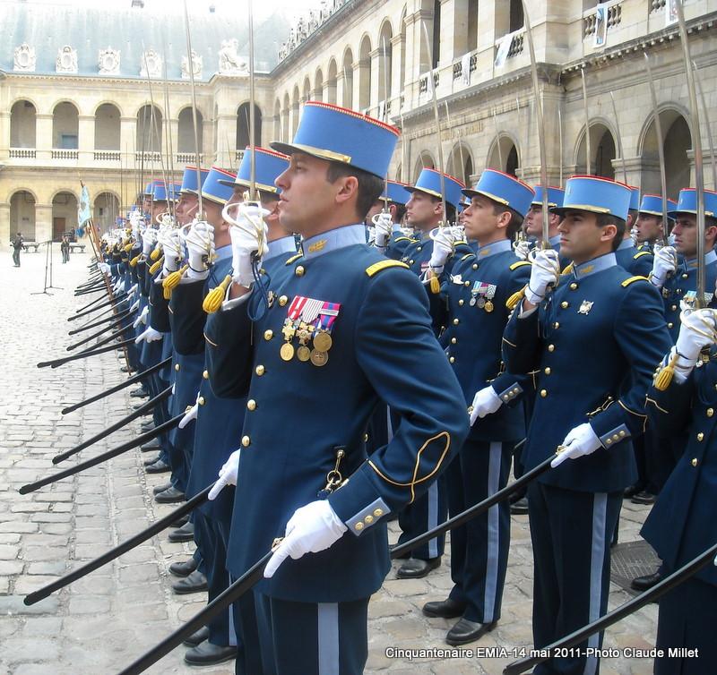 L'Ecole Militaire Interarmes reçoit la Légion d'Honneur Invali11