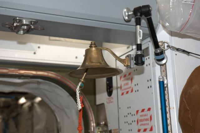 Recherche images de la cloche dans d'ISS 005_2_10