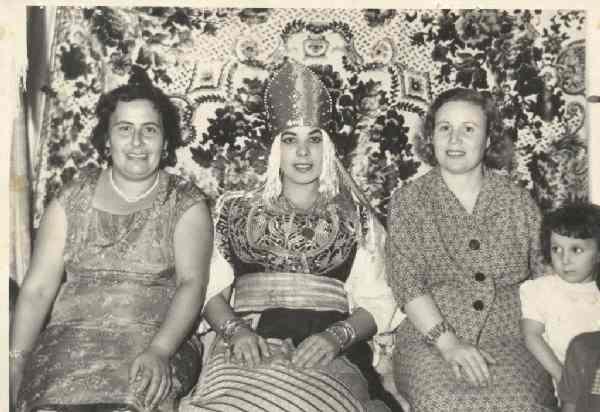SOIR DU HENNE AVEC  LA KESOUA EL KBIRA (grande robe en arabe) 24210