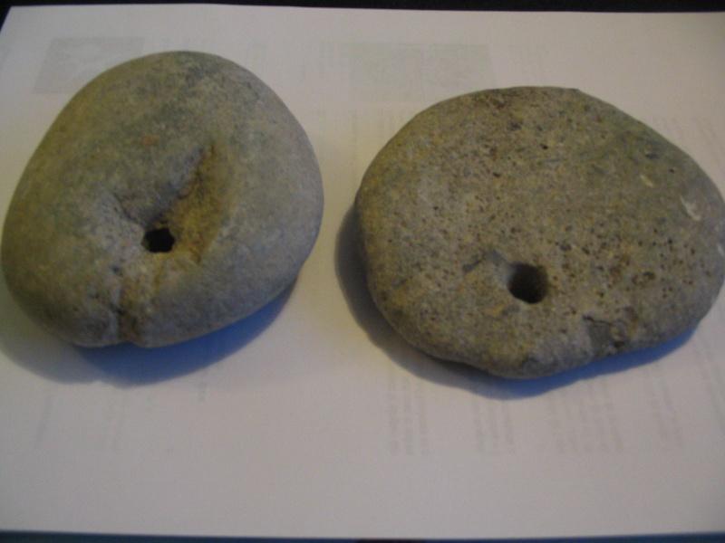 les trous (poids de filet de pêche )Néolithique Poids_10